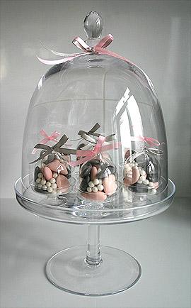 Cloche en verre géante avec présentation de dragées