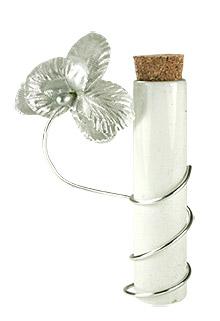 Eprouvette blanche contenant dragées orchidée
