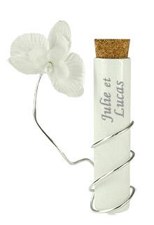 Eprouvette blanche contenant dragées pas cher