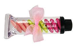 Tube de gouache transparent contenant dragées