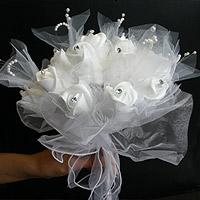 Le Bouquet de la mariée Roses Perles Strass et Organza
