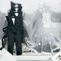 Habits des Mariés Miniatures Contenant Dragées