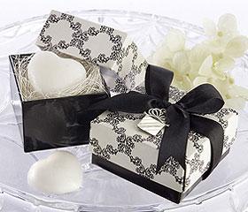 Savon Forme Coeur Boite Cadeau Invité Blanc Noir