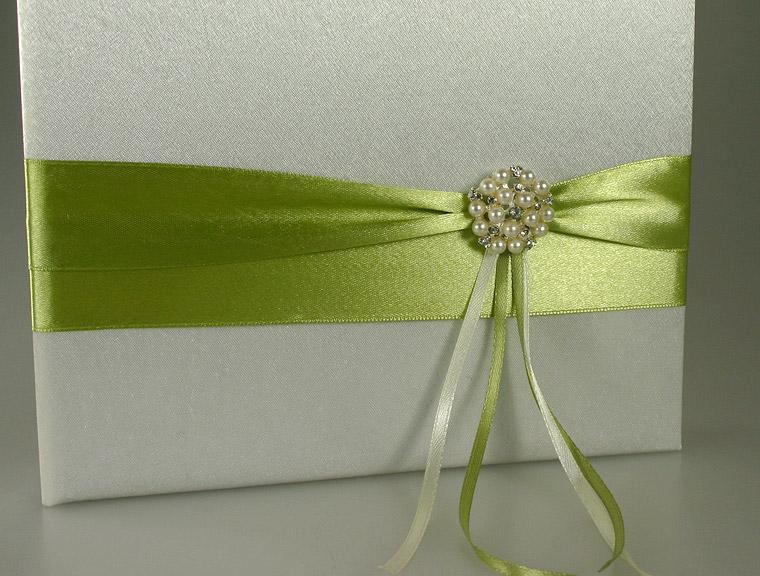 livre d 39 or mariage satin drap vert anis livres d 39 or. Black Bedroom Furniture Sets. Home Design Ideas