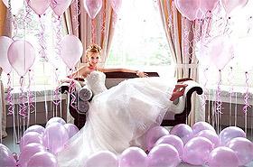 Ballons avec mariée