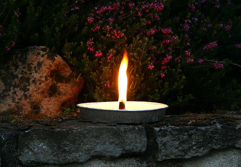 Bougie d 39 exterieur coupelle aluminium bougies d coratives for Grande bougie exterieur