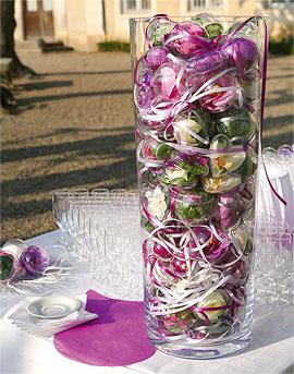 Boules Pvc contenant dragées dans un vase