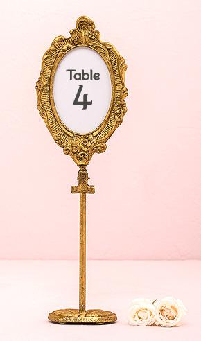 le cadre ovale baroque dor marque table sur pied marque. Black Bedroom Furniture Sets. Home Design Ideas