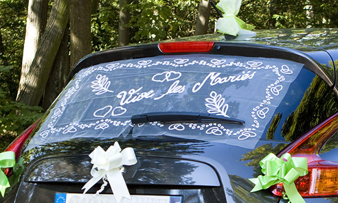 la plage arri re de voiture en tulle vive les mari s d coration voiture de mariage mariage. Black Bedroom Furniture Sets. Home Design Ideas