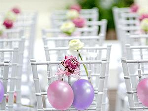 Décoration de chaise avec petits ballons