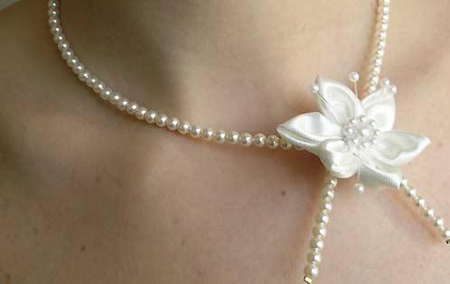 كسسوارات رائعة الرقبة---------- collier-perle-fleur-