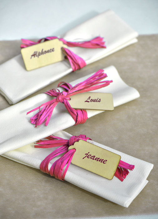 Deco de serviettes de table avec raphia