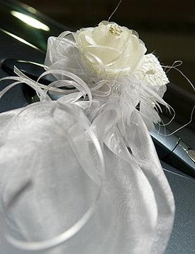 Décoration Fleurs et Tulle Voiture Mariage