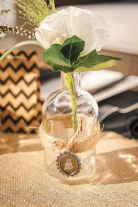 Bouteille Vase avec Médaillon Laiton Vieilli Déco Vintage