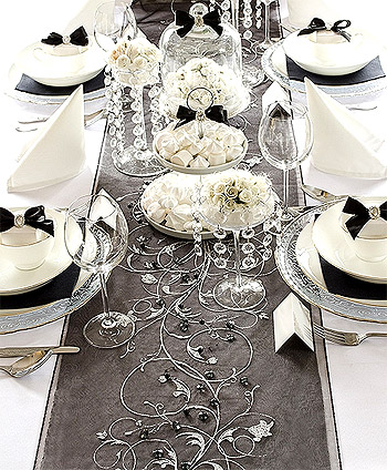 Chemin de table organza noir paillettes argent d coration de table Decoration noir or luxe classe