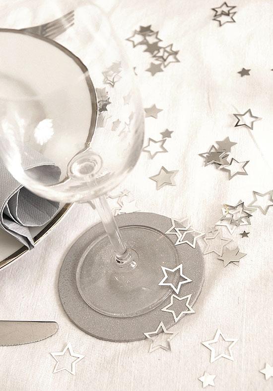 confettis etoiles ajour es confettis diamants de table. Black Bedroom Furniture Sets. Home Design Ideas