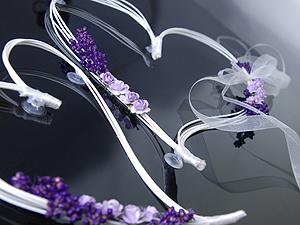 Décoration voiture mariés coeur fleurs séchées rotin