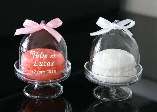 lot de 10 savons macarons avec cloche en verre nos cadeaux pour vos invit s. Black Bedroom Furniture Sets. Home Design Ideas