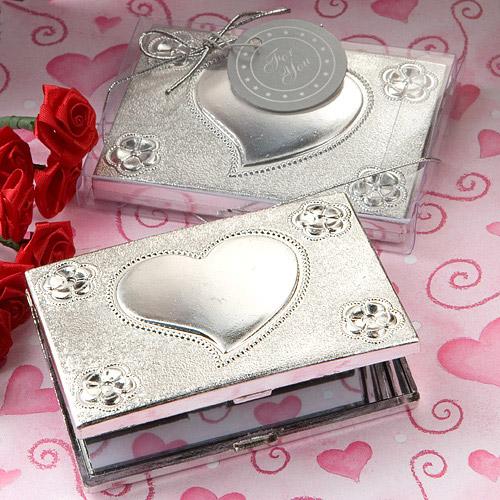 le petit miroir de poche rectangulaire argent coeur relief noel. Black Bedroom Furniture Sets. Home Design Ideas