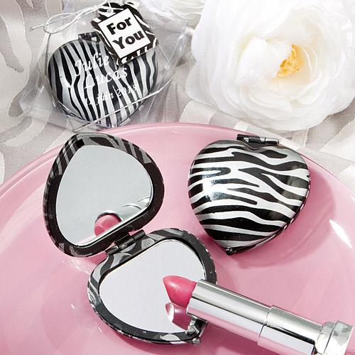 Le petit miroir de poche coeur z bre et gris argent nos for Miroir gris argent