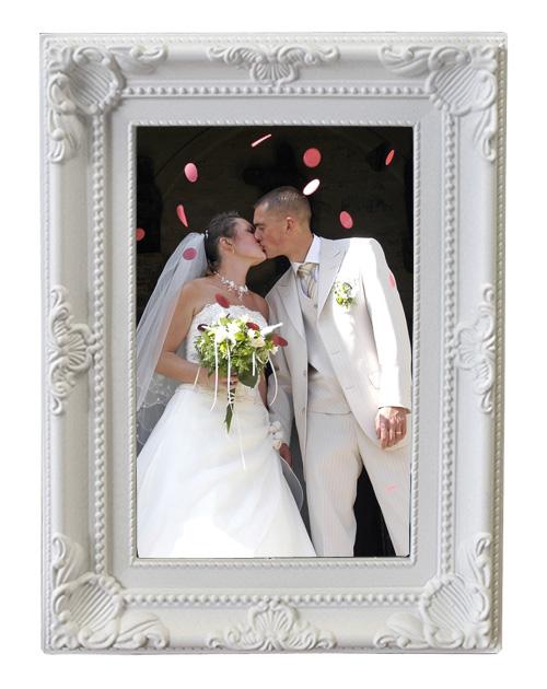 Le cadre photo baroque moulures blanches nos cadeaux pour vos invit s - Petit cadre baroque pas cher ...