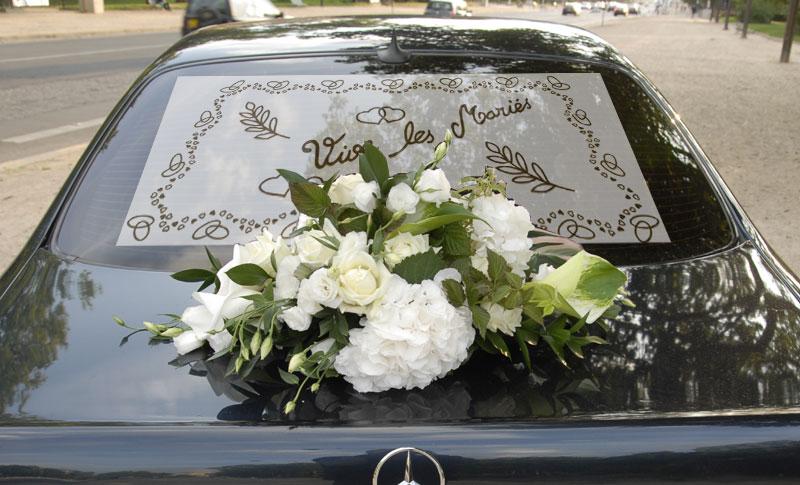 plage arrière voiture tulle vive les mariés | décoration voiture mariage