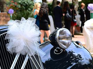 Pompon tulle décoration de voiture mariage