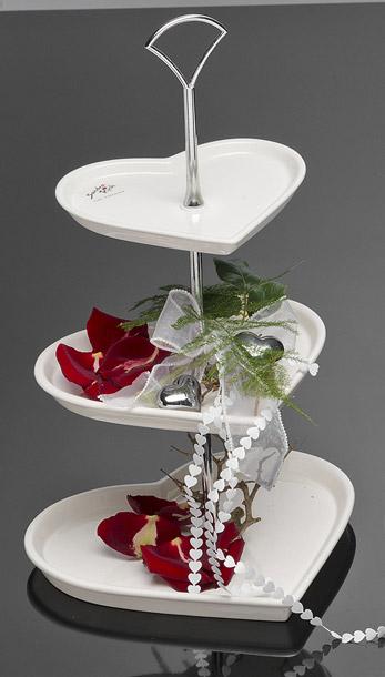 Le pr sentoir 3 etages petits fours porcelaine coeurs for Cocktail etage