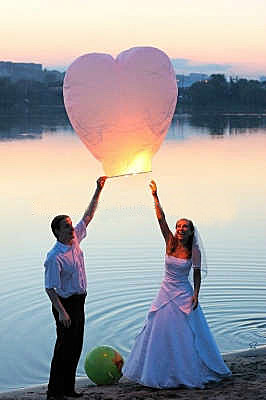 sky lantern lanternes volantes mariage. Black Bedroom Furniture Sets. Home Design Ideas