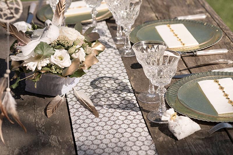 chemin de table fleur dentelle luxe d coration de table. Black Bedroom Furniture Sets. Home Design Ideas