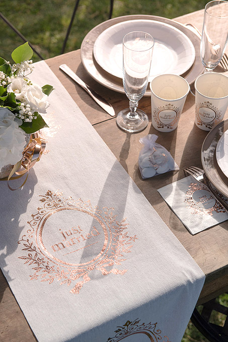 Chemin de Table Just Married Brillant Theme Rose Gold