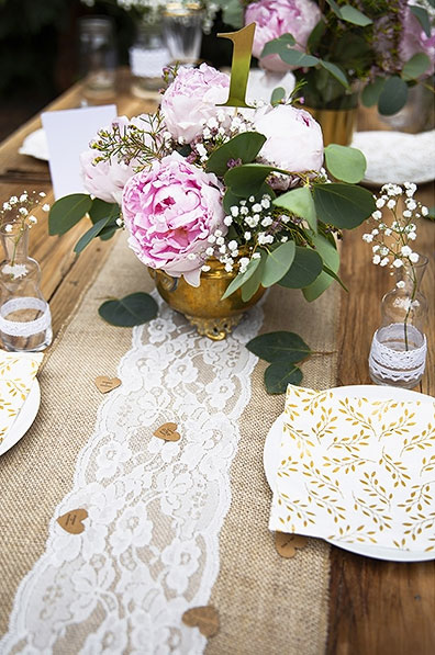 Deco de table dentelle et jute