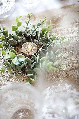 branches eucalyptus artificielles décoration centre de table autour d'une bougie
