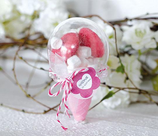 Cornet à glace contenant dragées rose