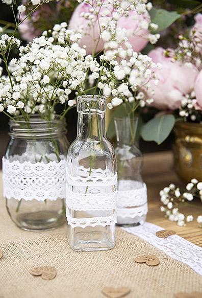 Ruban dentelle sur un vase